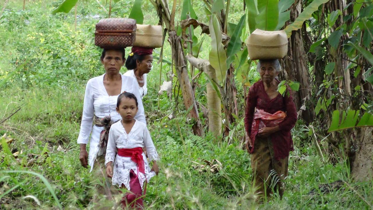 Locals op Bali