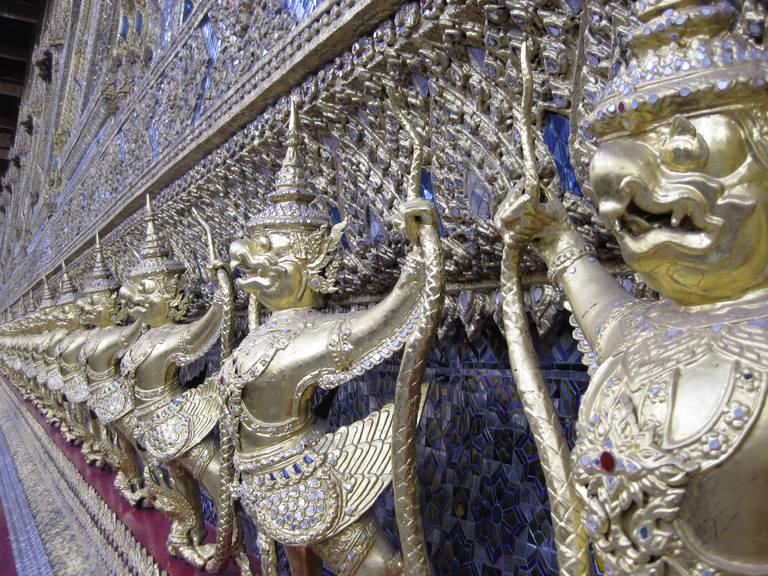 Beelden van een tempel in Bangkok