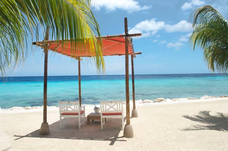 Relaxen op het strand van Curaçao