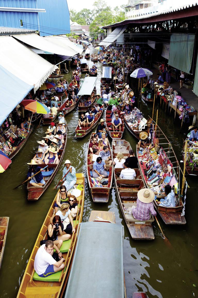 Drijvende mark Damnoen Saduak in Bangkok