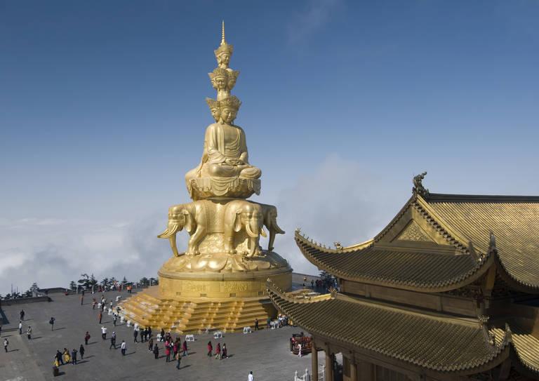 Puxian beeld in Emeishan