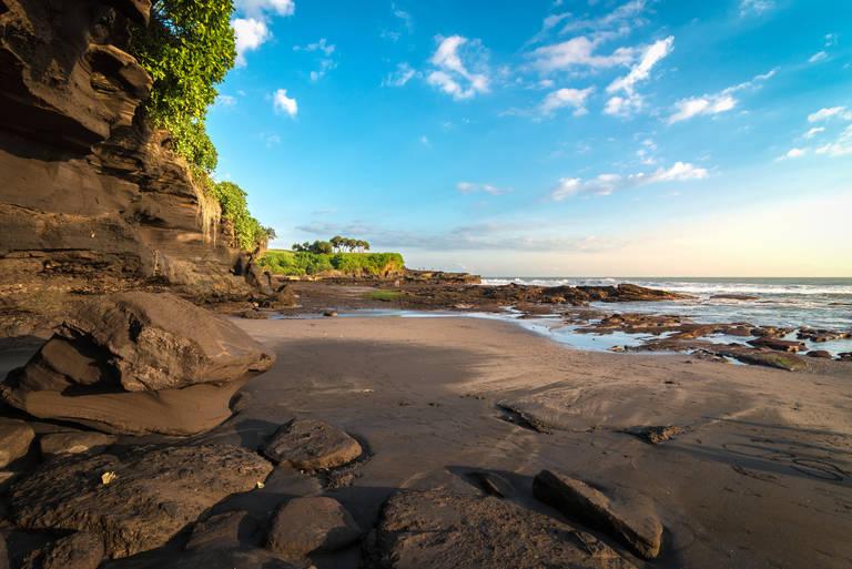 Strand bij Tanah Lot, Bali