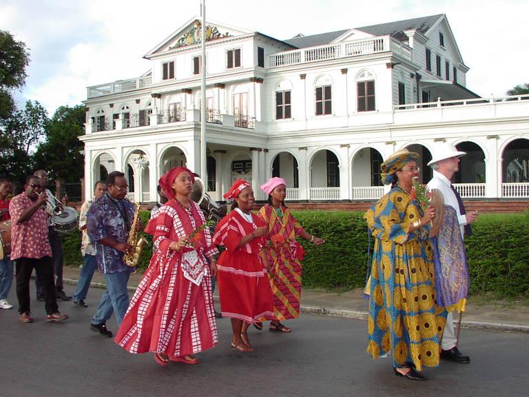 Optocht in Paramaribo