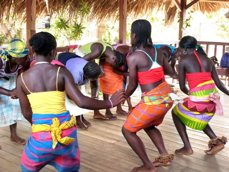 Traditionele dans op Danpaati
