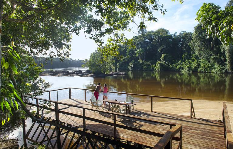 Uitzicht op de Suriname rivier, Danpaati