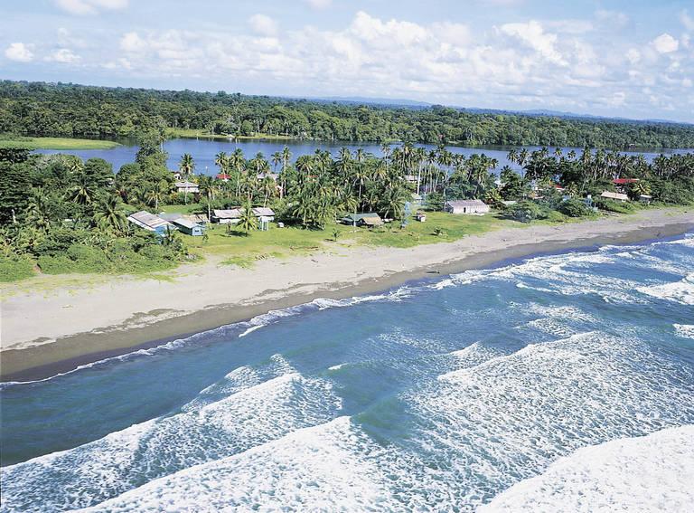 Kustlijn bij Tortuguero