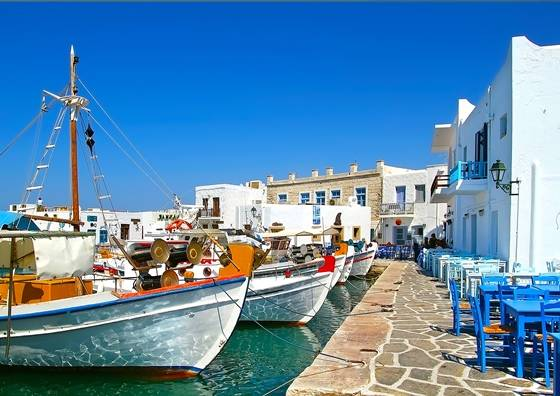 Bootjes in de haven van Paros