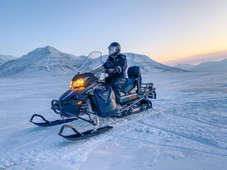 Met de sneeuwscooter Spitsbergen verkennen