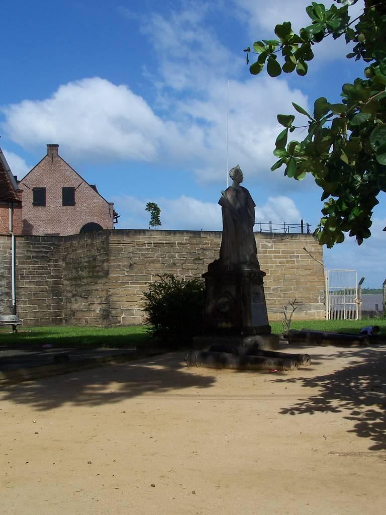 Wilhelmina standbeeld, Fort Zeelandia