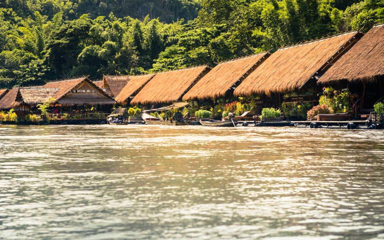 Drijvend hotel in River Kwai
