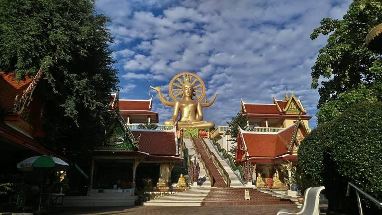 De Wat Phra Yai tempel op Koh Samui
