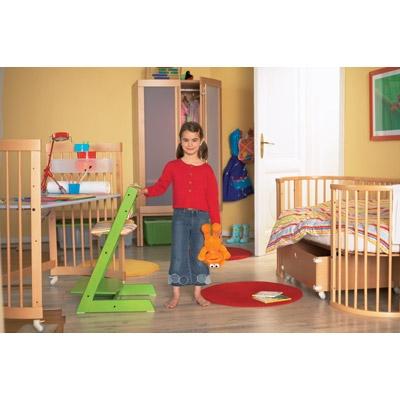 Παιδικό δωμάτιο με απαλές γωνίες, μοντέρνο στυλ και ευχάριστο περιβάλλον