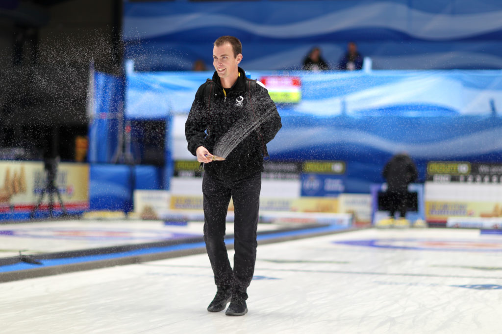 preparing the ice © WCF / Richard Gray
