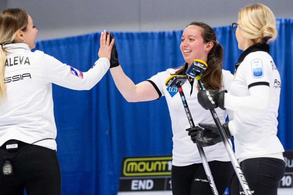 Alina Kovaleva, Ekaterina Kuzima, Galina Arsenkina, rus © WCF / Celine Stucki