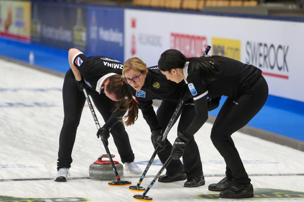Ekaterina Kuzmina, Galina Arsenkina, Maria Komarova, rus © WCF / Richard Gray