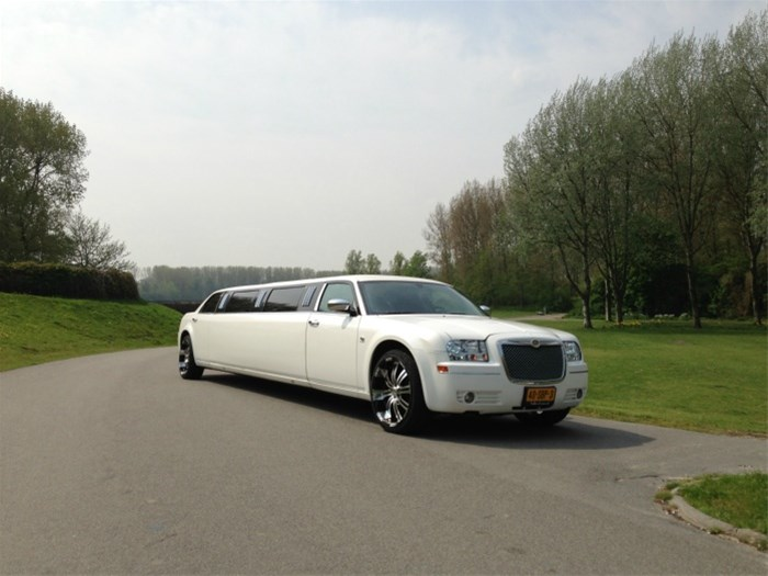 limousine verhuur, limo huren, huur een chrysler limousine Verhuur Limousine.htm #5