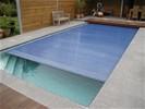 Zwembadrolluiken met solar lamellen