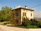 1073 MARCHE Recentelijk totaal gerenoveerd landhuis.