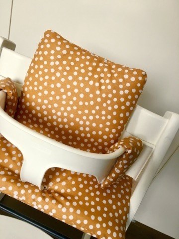 Stokke Kinderstoel Houten Beugel.Gecoate Okergele Kussens Voor Stokke Tripp Trapp Kinderstoel