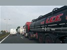 Gevaarlijke stoffen tankauto lossen