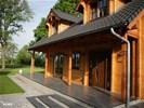 Luxe houten villa in bosrijk gebied uitzicht over landerijen