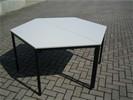 1x Conferentietafel 160x140cm.
