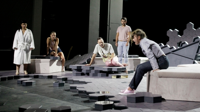Maxim Gorki Theater Berlin & Yael Ronen: Dampfzentrale Bern Tickets