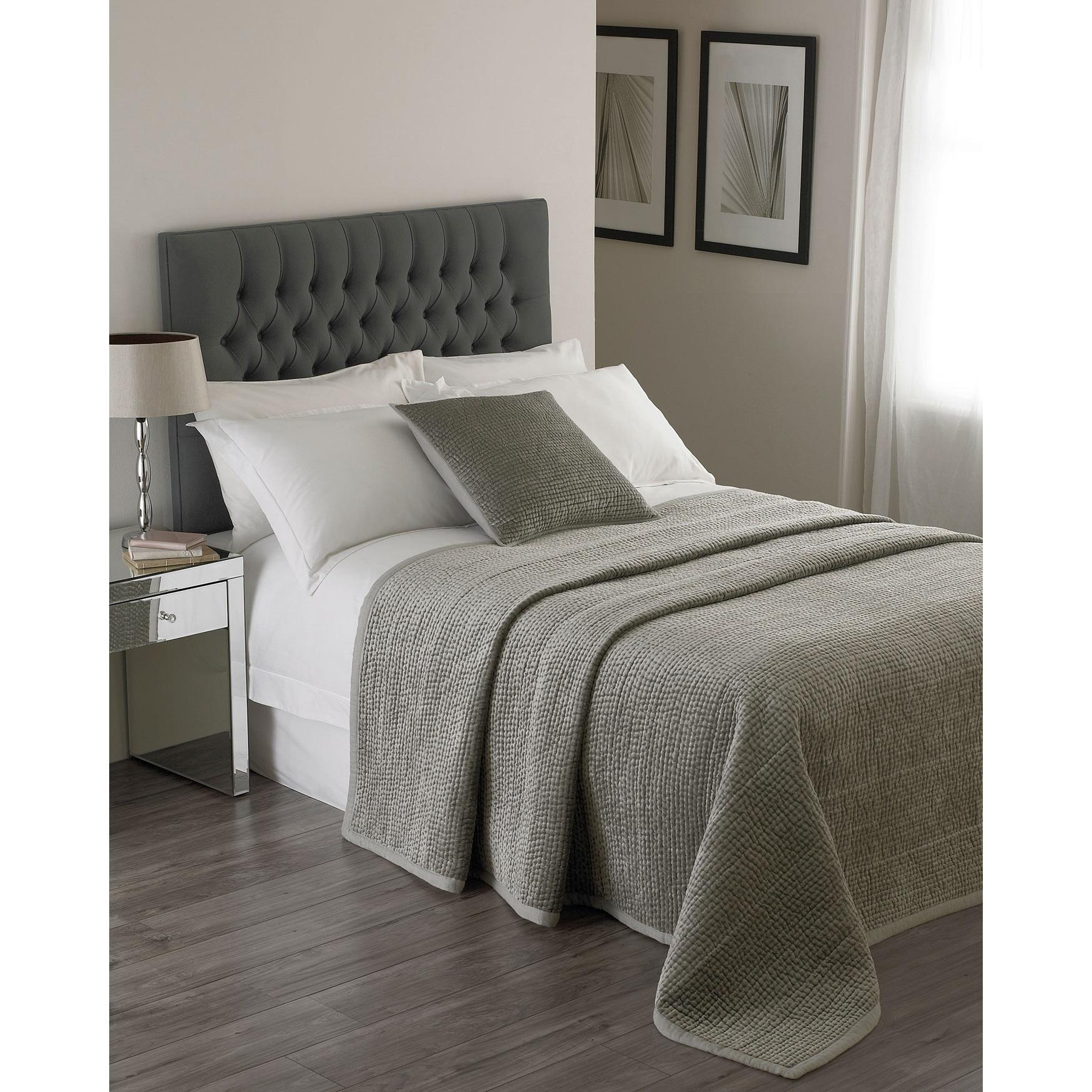 Riva Home Brooklands Bedspread (265x265cm) (Silver)