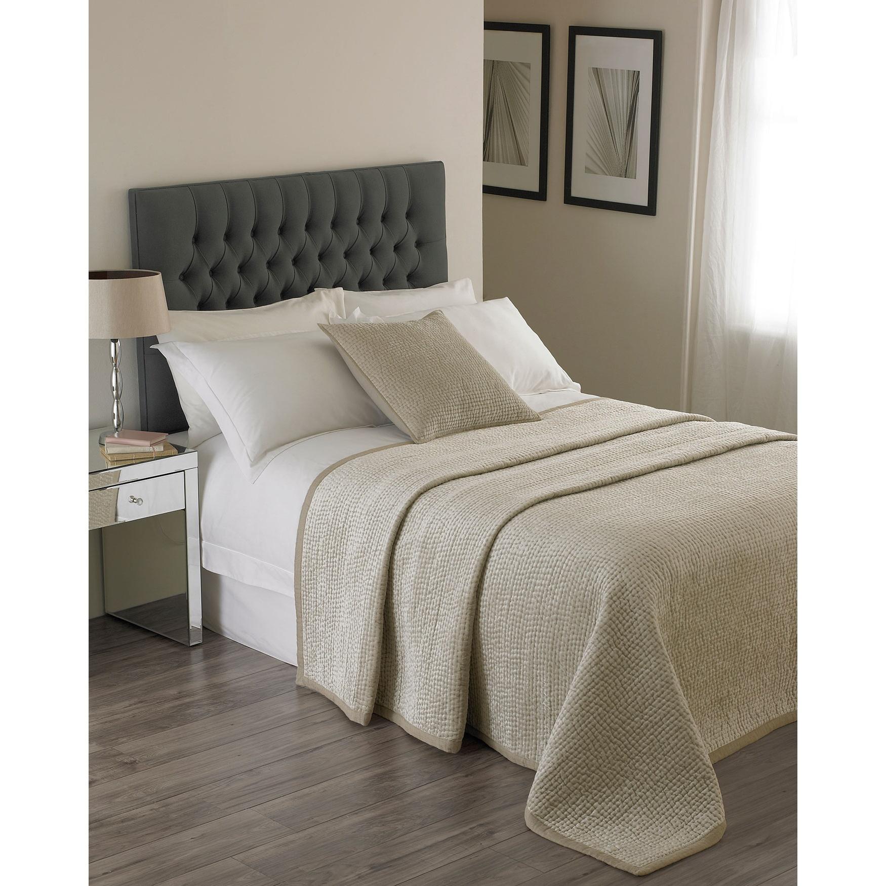 Riva Home Brooklands Bedspread (265x265cm) (Champagne)