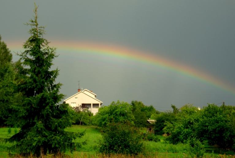 Var papriecāties par varavīksni.
