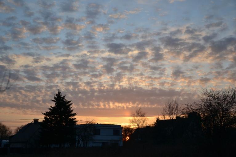 18. aprīlī, pēc dienas ar mainīgu mākoņu daudzumu, baudu lielisku saulrietu.