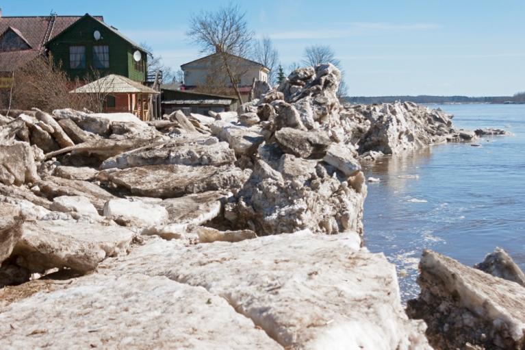 Ledus krāvumi Daugavā. Pļaviņas, 21. aprīlis.