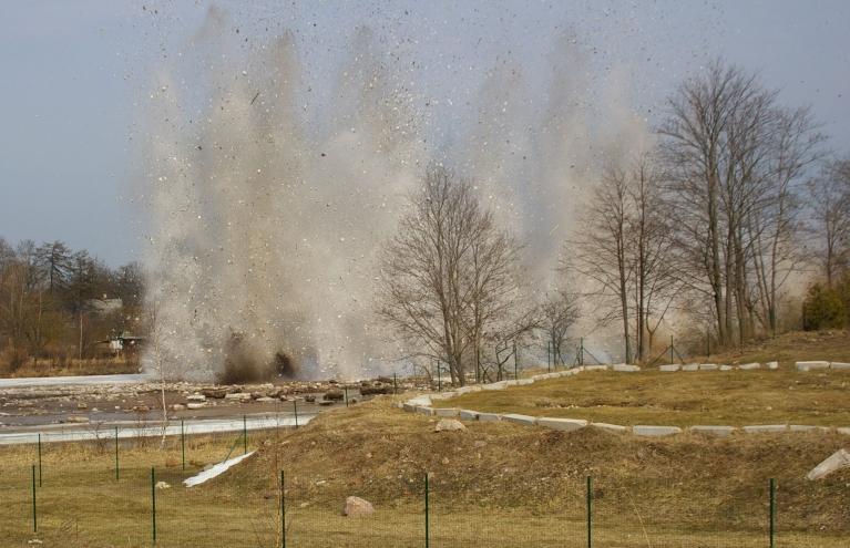 Autors: Mulkari. Ledus spridzināšana Ogrē (17.04.)