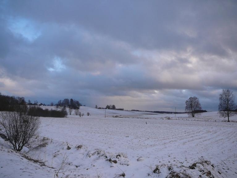 Autors: Migla. 2. aprīļa vakars Allažos (1.04. bez sniega, 3.04. ar pamatīgu sniega segu)