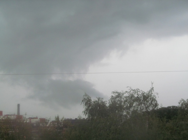 Arī augusta sākumā bija ļoti karstas dienas, tās, protams, noslēdzās ar labu negaisu 11.8.14. Kadrēts Rīgas Z daļā.