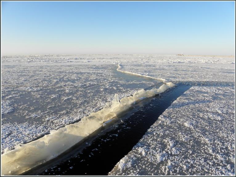 Kadreizeja plaisa tagad aizsala, apmeram 25 cm caurspidigs ledus