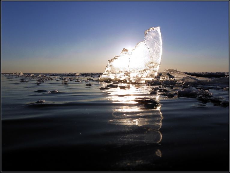 Šis nav udens bet gan dzidrs sasalis ledus...