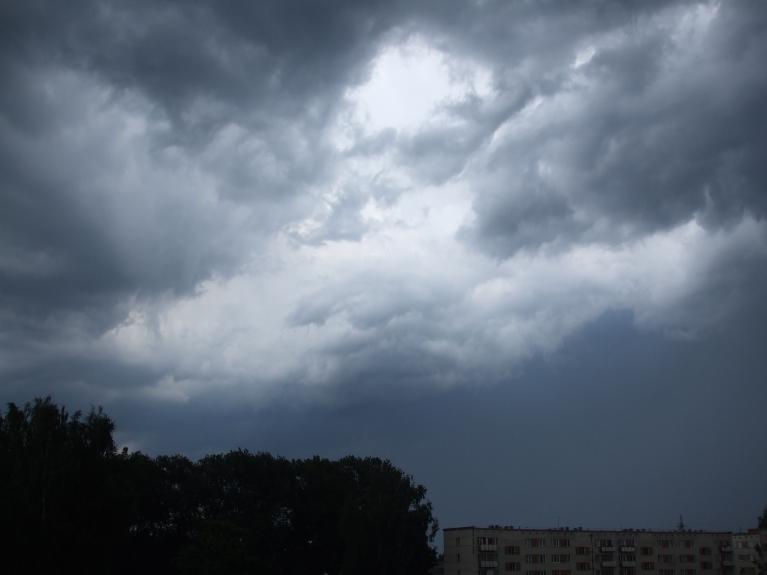 Autors: lightning. Negaiss 21.07. pēcpusdienā Līvānos. Tuvojas no DA puses.