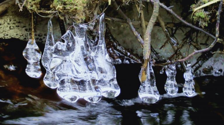 Bet šādas ledus instalācijas izveidojuši Krievupītes ūdeņi.
