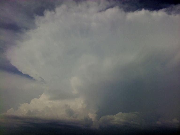 Autors: Laurijs. Negaisa fronte 27.07. Fotogrāfēts no Baldones apkārtnes. Skats uz fronti no D puses, laika posmā no 16.50 līdz 17.00. Frontes A daļa, kura atnesa trakumu Allažos