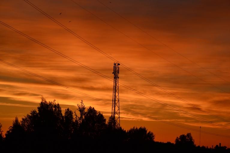Toties 27. maijs noslēdzas ar oranžām debesīm neilgi pēc saulrieta. Ak, šīs jaukās maija dienas!