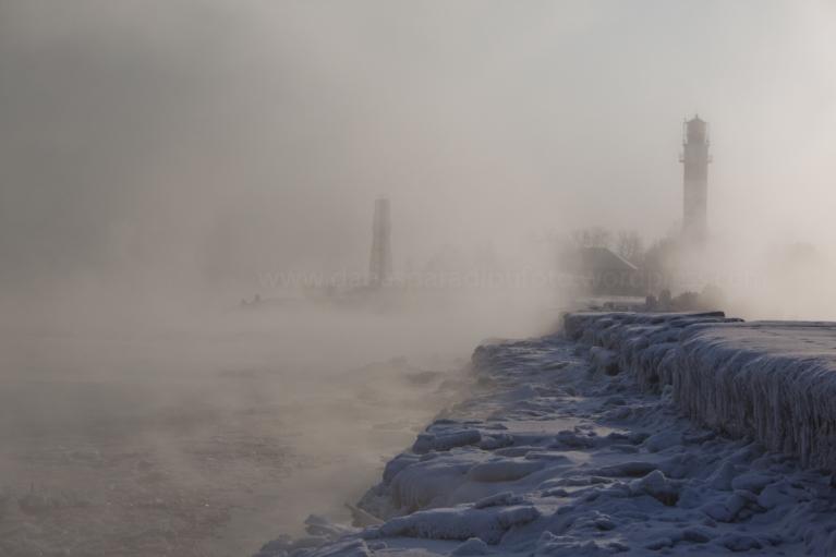 Stiprs sals un kūpošā jūra Daugavgrīvā, 4. februārī