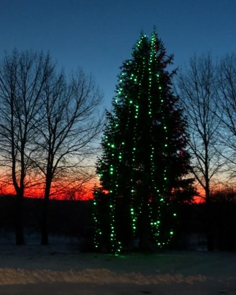 Šovakar pareizticīgie un vecticībnieki svin Ziemassvētku vakaru. Lai tiem, kam šī ir svarīga diena, sirdī iemājo miers un saticība!