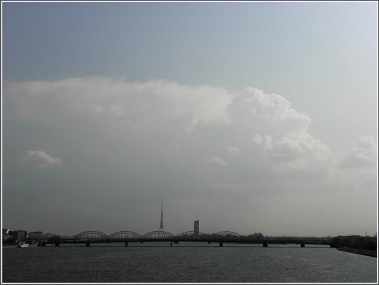 Mākoņi Rīgas apkārtnē 27. aprilī,kad vietām Latvijā novēroti pirmie negaisi un 2011 g negaisu sezona var tikt atklāta...