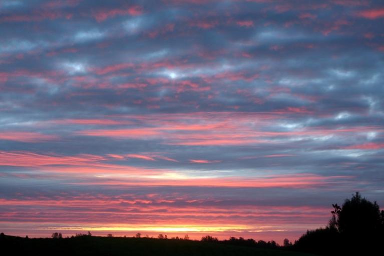 2012. Brīdis pirms saullēkta.