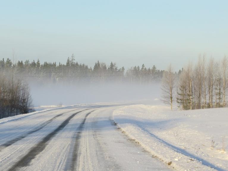 Braucot pa ceļu uz Siguldu ik pa laikam jāiebrauc miglas joslās