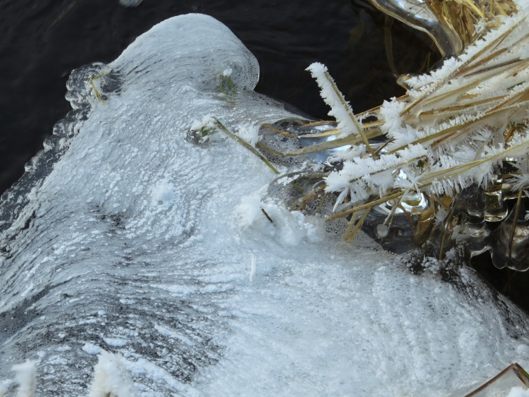 Ko gan tik nevar saskatīt ledus veidojumos.