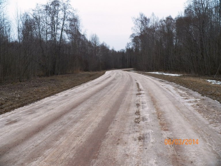 Viļakas - Kupravas ceļš vēl 6. martā vismaz četrās vietās izskatījās šādi. 10. martā te ledus beidzot bija pazudis.