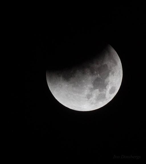 Pilnā Mēness aptumsuma daļējā fāze. Rīga, 28. septembris