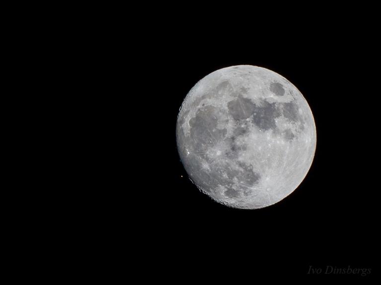 Aldebarans, mirkli pirms to aizsedz Mēness. Rīga, 23. decembris